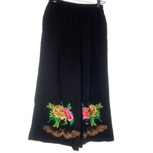 Gorgeous Embroidered Flowy short pants